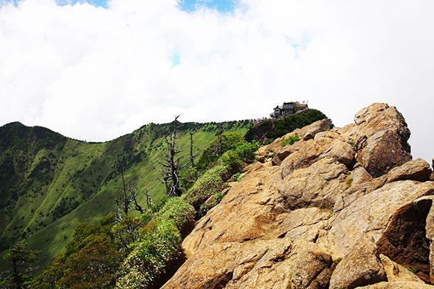 山頂から見下ろす景色が圧巻