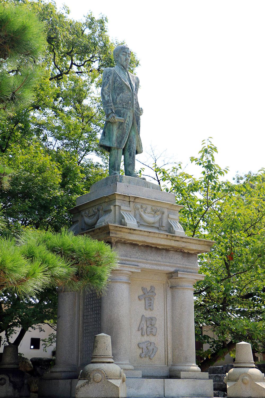 矢野七三郎の銅像