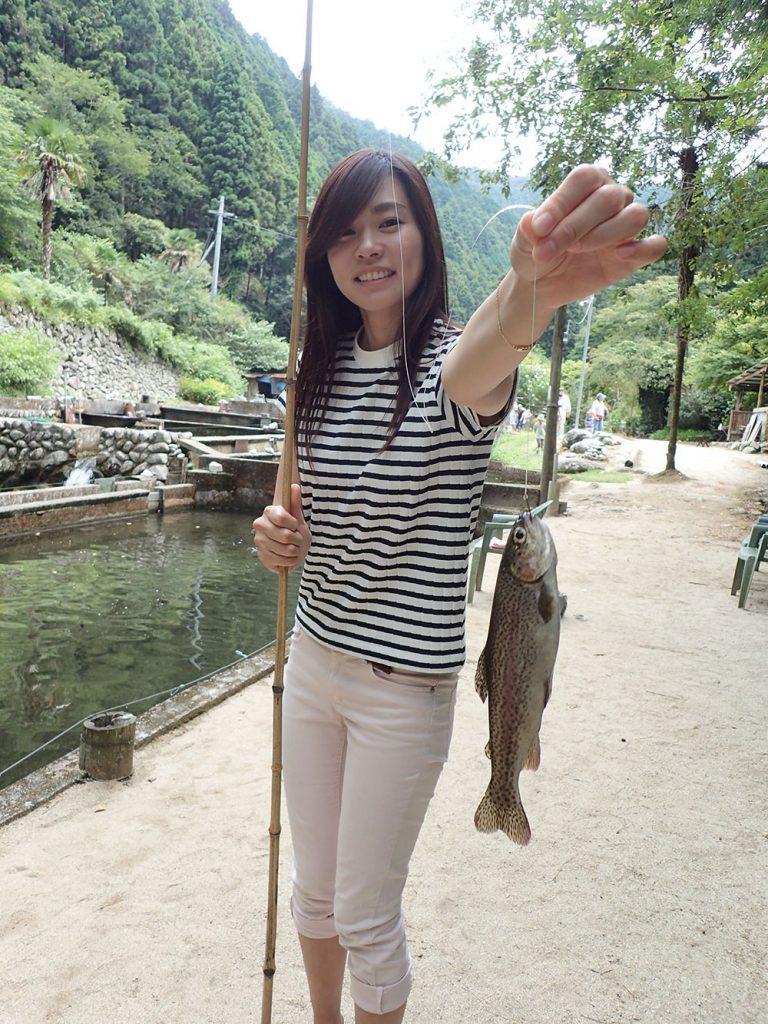 鈍川渓谷のニジマス釣り