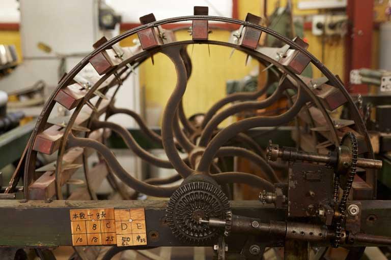 ex-kobooriza1-07 工房織座 工房内 車輪