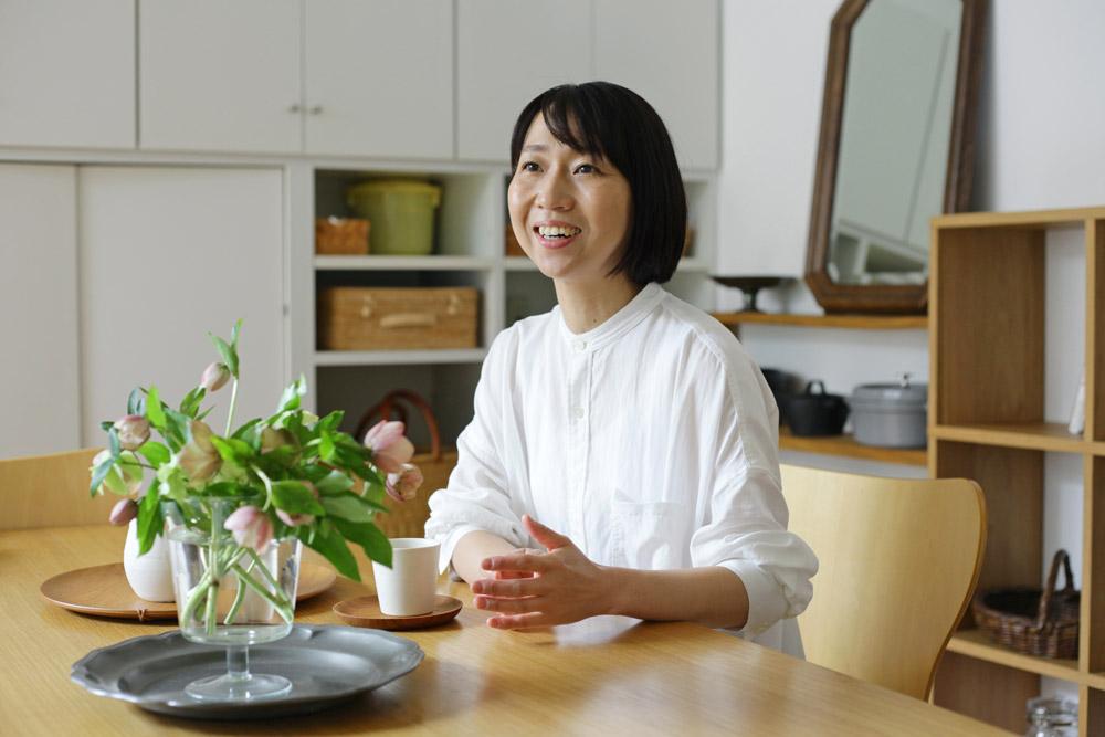 料理家 村上友美さん 近影 暮らしを楽しむ人とタオル 03