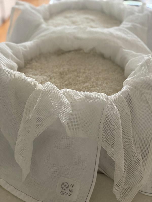 麹をつくるお米を蒸すときの様子(non-pileを使用) 暮らしを楽しむ人とタオル 03