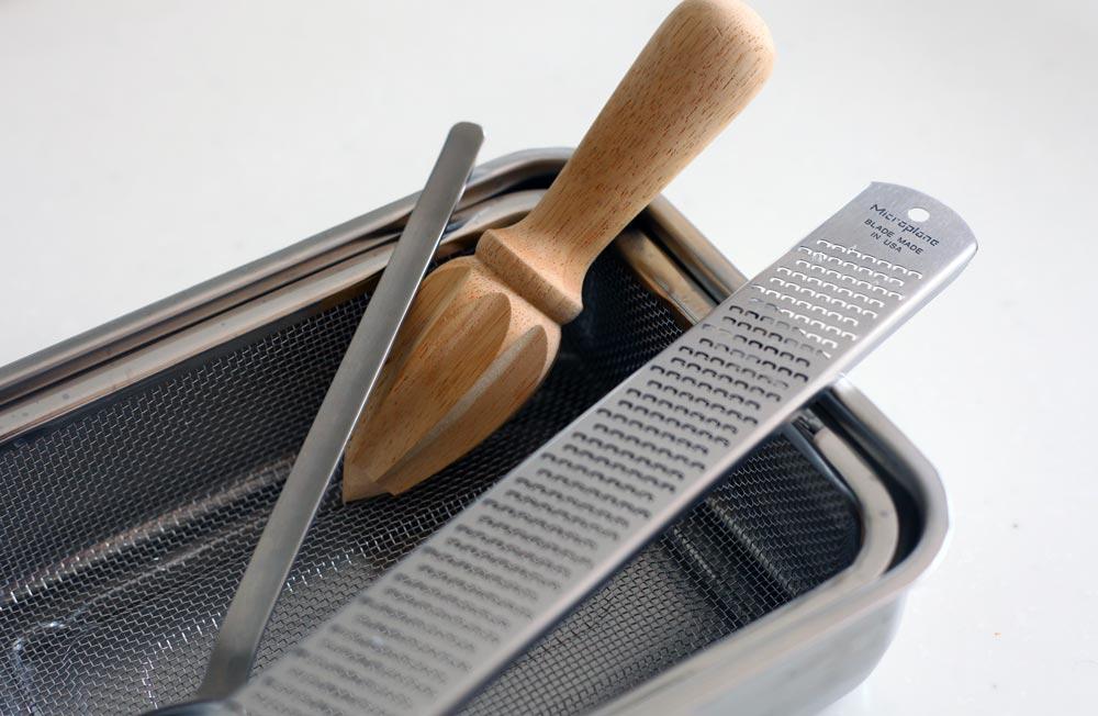 村上さんの調理道具(チーズ削りなど) 暮らしを楽しむ人とタオル 03